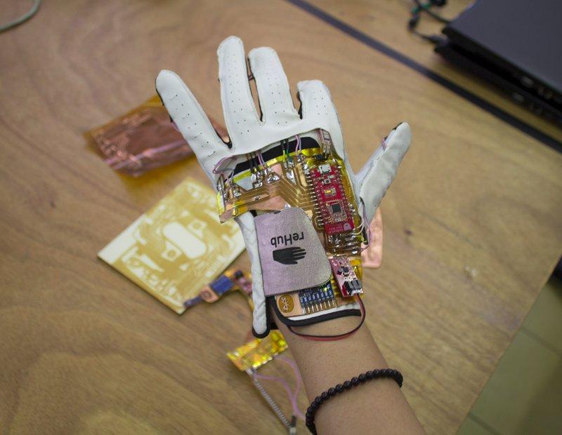 Il prototipo del guanto reHub