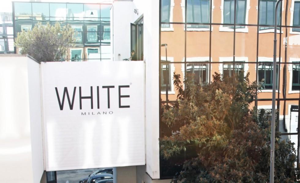 whiteScreen