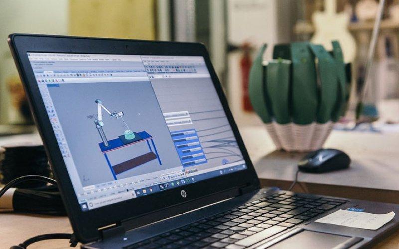 Artigianato digitale, l'esempio nel progetto Crafting Fashion With Robots
