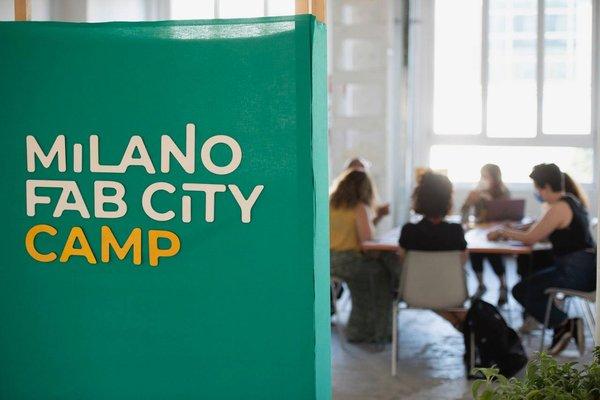 Tavoli del Fab City Camp